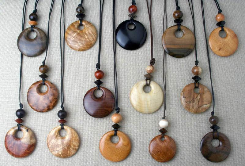 Pendants in natural wood colors